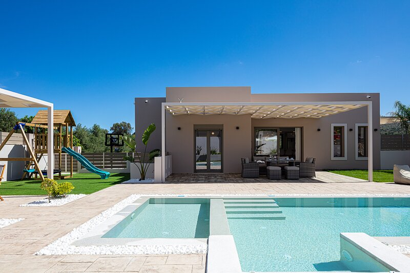 Koin Villa Sunset, A quiet idyll of rural bliss!, holiday rental in Perama