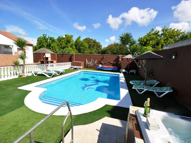 Villa with shared pool and jacuzzi only families II – semesterbostad i Fuente del Gallo