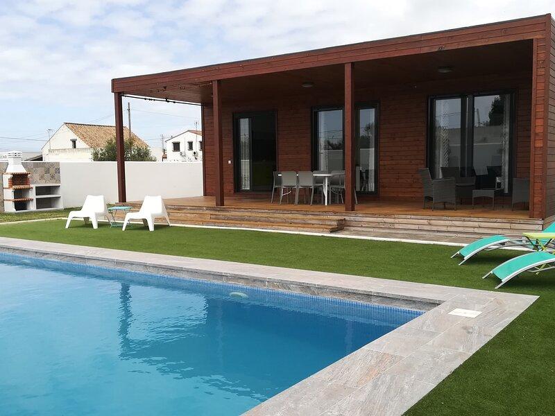 Villa deluxe with private pool, BBQ and A/C, aluguéis de temporada em Los Naveros