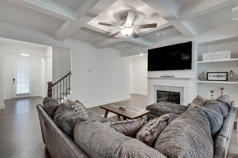 New Luxury Home*15 min. from Airport* Close To DT, alquiler de vacaciones en Fayetteville