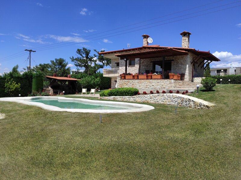 Villa Traditional Estate Pool Garden, 5 bedroom, holiday rental in Kassandra