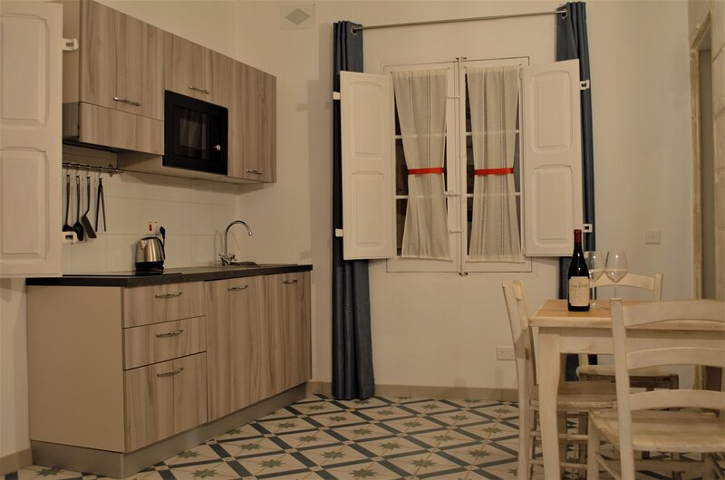 Citta` Cospicua Suites - Blue Suite, holiday rental in Paola
