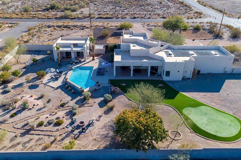 Adobe Arizona Home w/ Amazing 360° Mountain Views!, holiday rental in Chandler Heights
