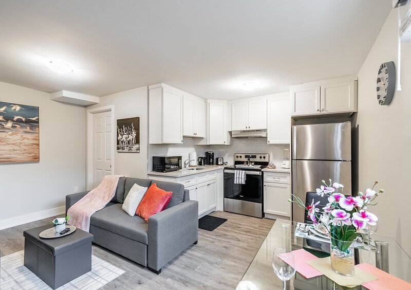 Upscale 1BR - Boutique Apartment - PRIME Location!, holiday rental in Waterdown