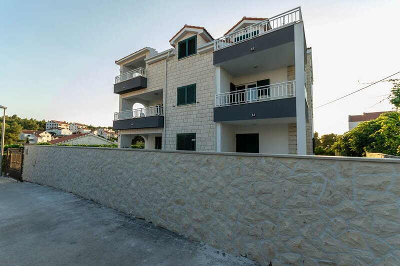 Apartment 3553-2 for 4 Pers. in Supetar, holiday rental in Sumpetar