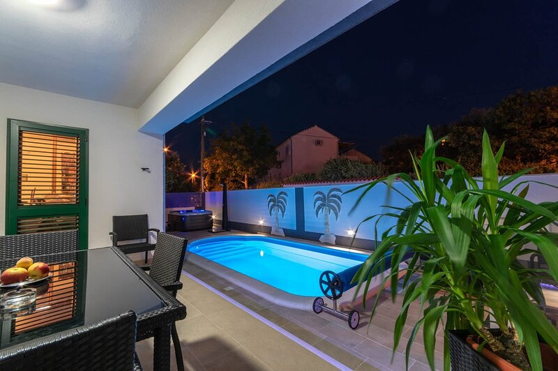 Apartment 3553-1 for 4 Pers. in Supetar, holiday rental in Sumpetar