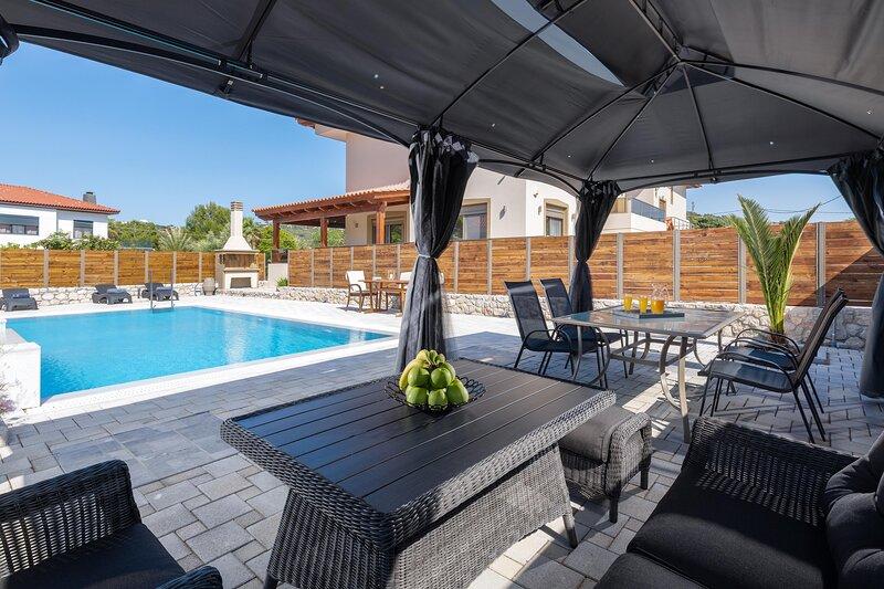 Panthea Luxury Villa, aluguéis de temporada em Ialyssos