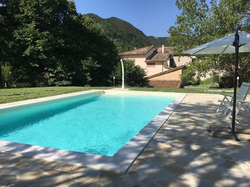 Casa vacanze Marche piscina privata, vacation rental in Sigillo