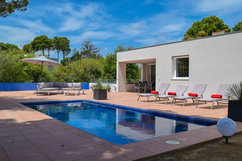 Villa  700 mts from the beach,Sea view, pool, A/C, Internet.BEGUR-COSTA BRAVA, holiday rental in Platja de Sa Riera