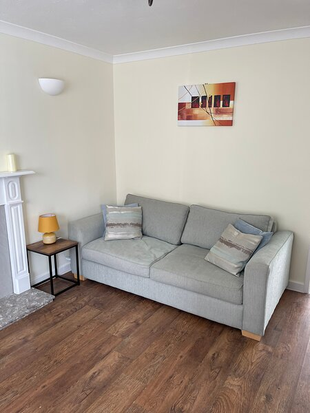 Stunning 2-Bed House in Chester, vacation rental in Broughton