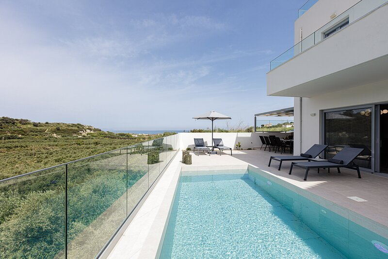 Blue Aura Villa, elegance & calm living!, vakantiewoning in Stavromenos