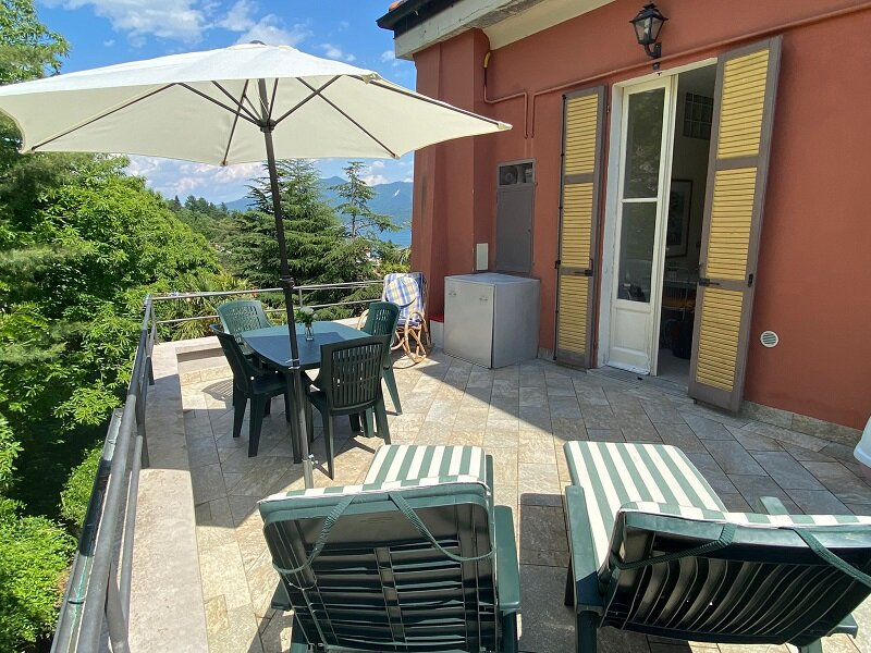 Azalea apartment with terrace and lake view, holiday rental in Caprezzo