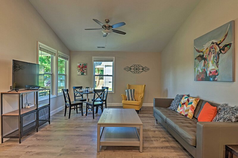 NEW! Charming Candler Cottage: 12 Mi to Asheville!, holiday rental in Candler