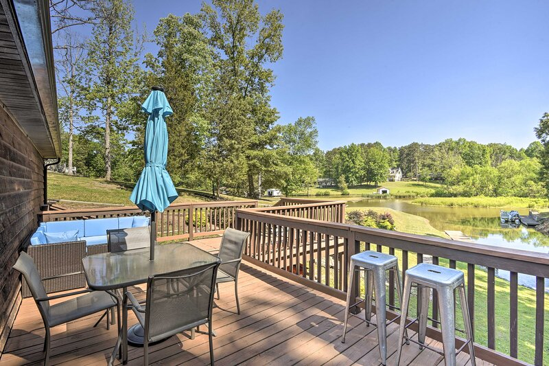 NEW! Lakefront Semora Cabin with Furnished Deck!, holiday rental in Roxboro