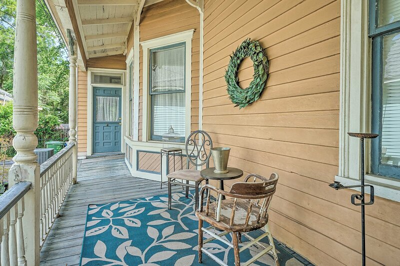 NEW! Dtwn Wilmington Escape by Cape Fear Riverwalk, holiday rental in Leland