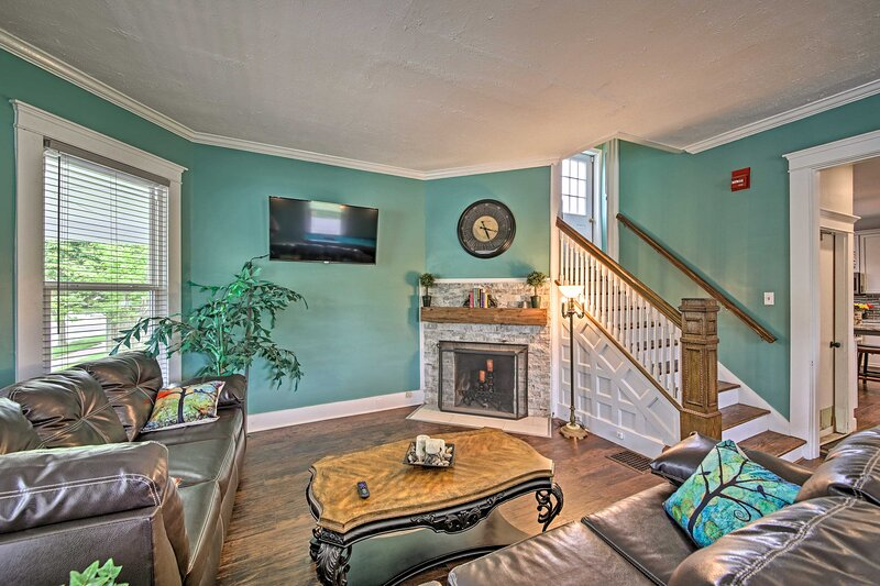 NEW! Historic Noblesville Home w/ Private Yard!, holiday rental in Carmel
