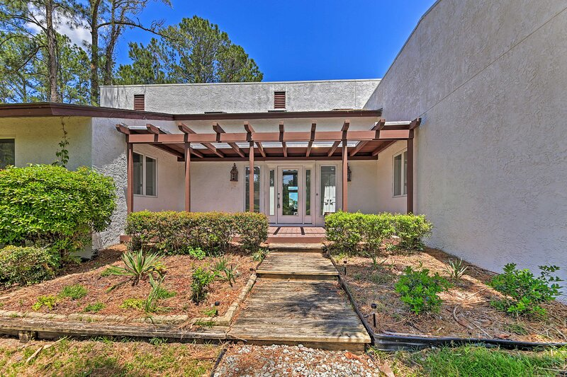NEW! Updated Home with Dock, 14 Miles to New Bern, location de vacances à Oriental