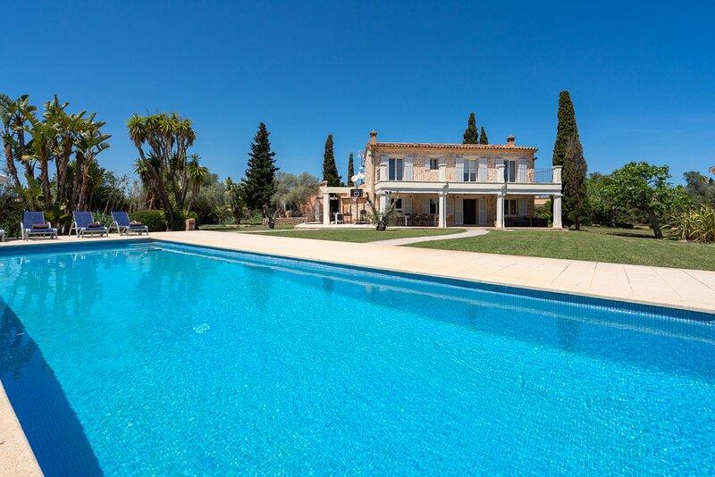Finca Canyamel Golf and Beach - Alcina Vacations. Luxury finca in Canyamel, casa vacanza a Cala Romantica
