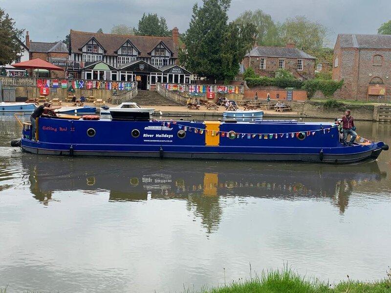 River Holidays Narrowboat hire, holiday rental in Benson