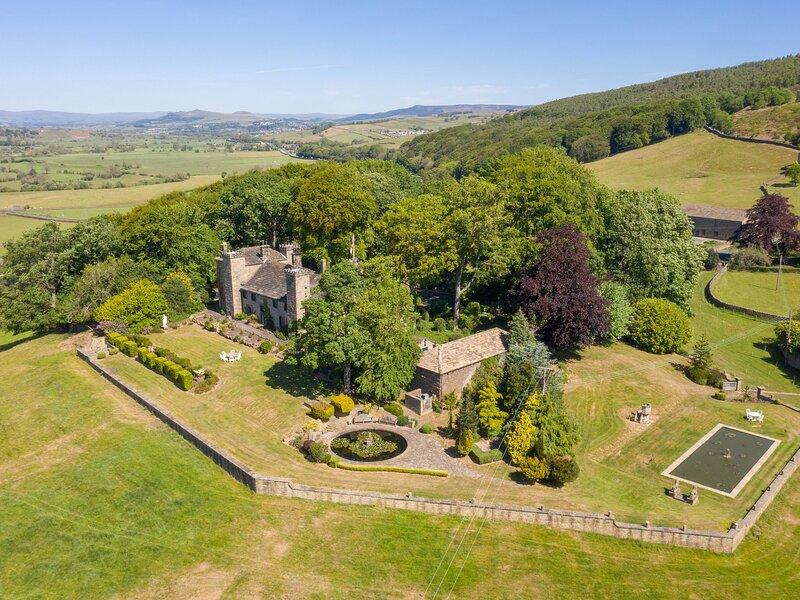 Fernhill Castle, Farnhill, holiday rental in Sutton-in-Craven