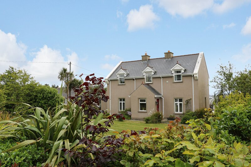 Sunset Cottage Carrick, Derrybeg, County Donegal, vacation rental in Kincasslagh