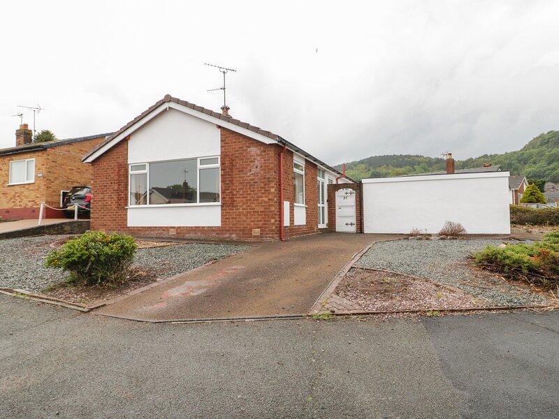 27 Lon Ffawydd, Abergele, holiday rental in Towyn