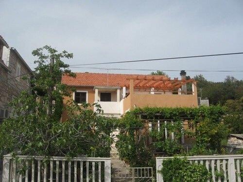 Apartments Svjetlana, holiday rental in Prvic
