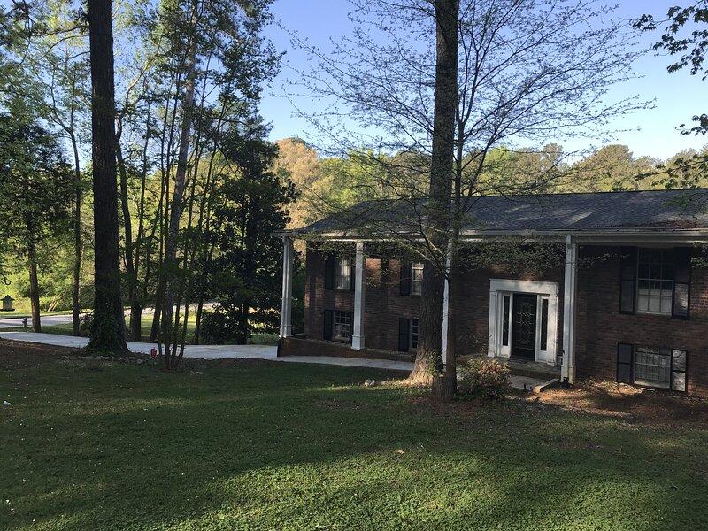 Urban Lake House, holiday rental in South Fulton