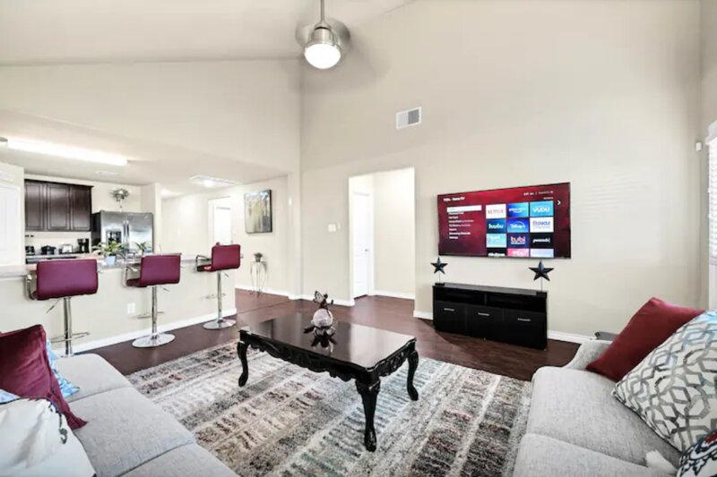 Luxury and Cozy Place For Family and Company, holiday rental in Brookside Village