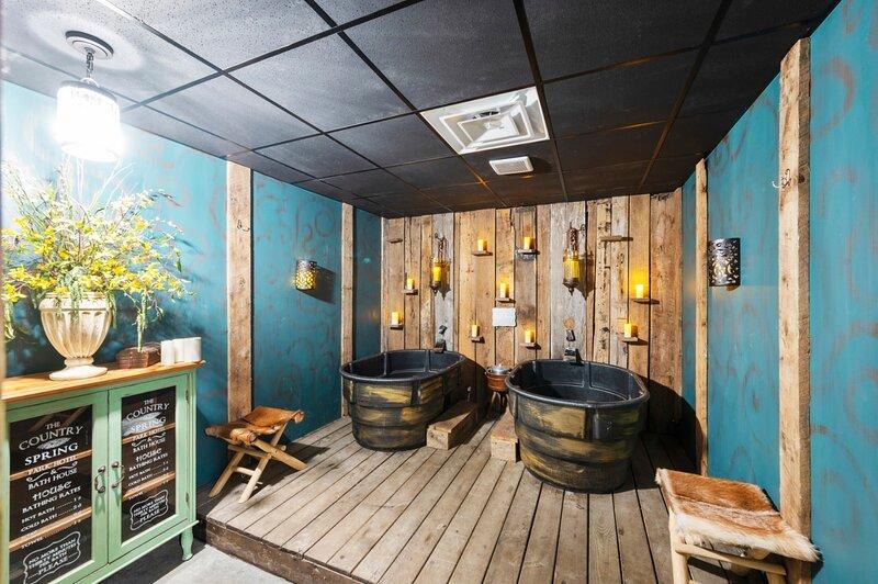 Hotel enchanted village and spa. Luxury romantic suites with couples soaks., location de vacances à Battiest