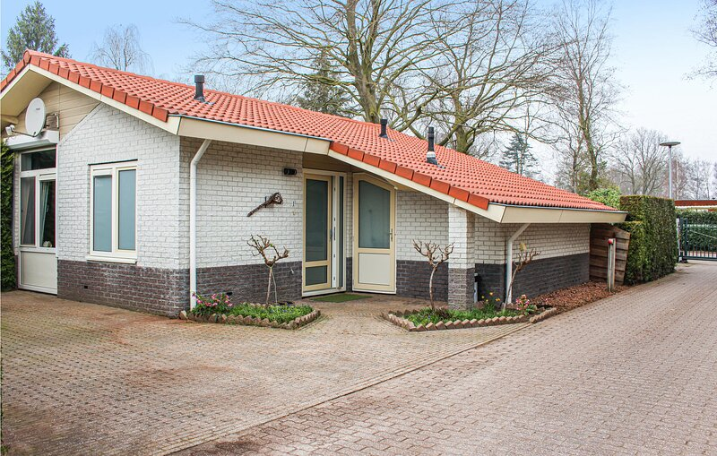 Awesome home in Putten with WiFi and 2 Bedrooms (HGE023), Ferienwohnung in Nijkerk