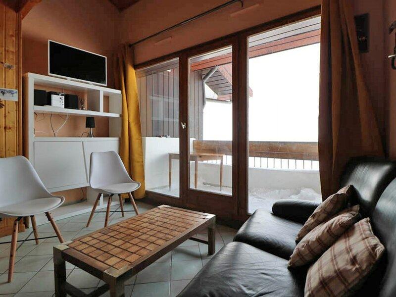 Spacieux appartement au calme exposé Sud, holiday rental in La Rosiere