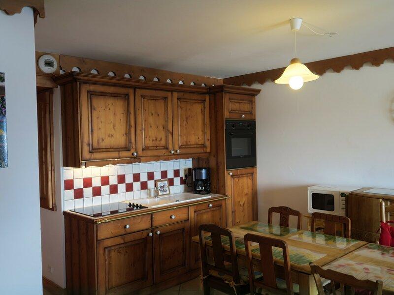 Appartement cuisine équipée 4/6 personnes, holiday rental in Levassaix