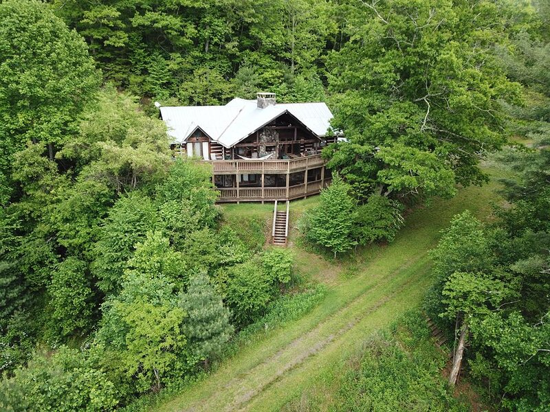 New River Lodge-Riverfront, Large cabin, WIFI, Wood burning Fireplace, alquiler vacacional en Todd