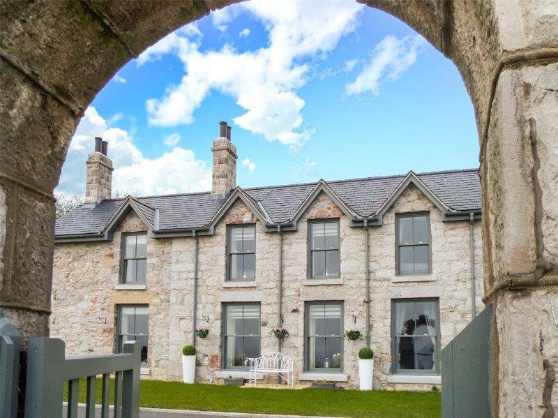 Luxury seafront home in Rhos-on-Sea, holiday rental in Rhos-on-Sea