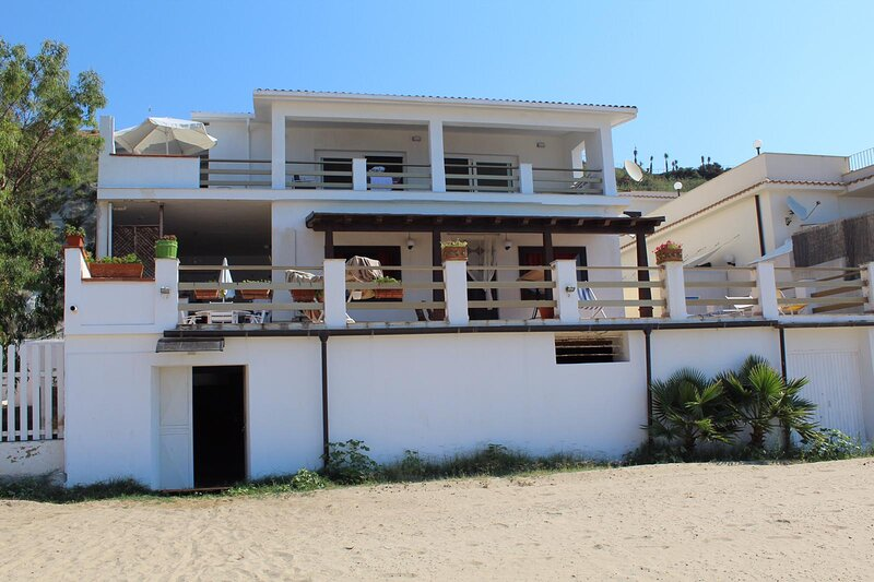Home Holiday Punta Piccola, holiday rental in Porto Empedocle