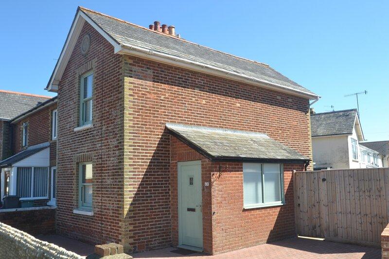 Sandy Feet Cottage - Two Bedrooms - Sleeps 4, alquiler de vacaciones en Sandown