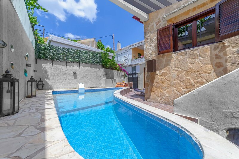 Villa Despoina -  with Private Pool and Parking, holiday rental in Lampini