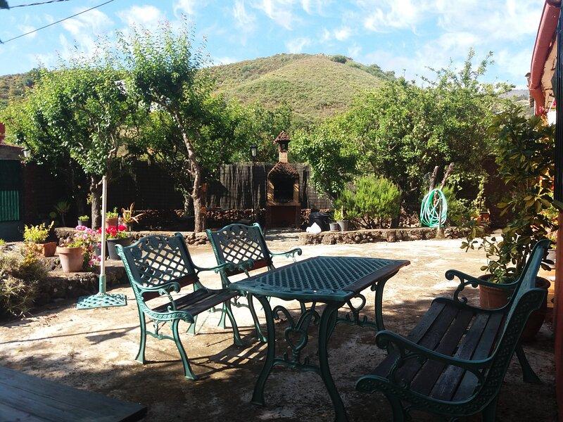 Casa Rural LA ASOMADA, alquiler de vacaciones en Vega de San Mateo