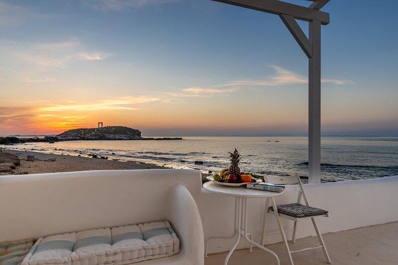Grotta Sognare Sea Front suite, alquiler vacacional en Ciudad de Naxos