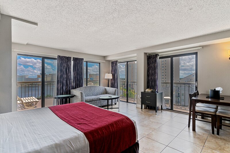 Near Universal - Penthouse Studio Condo with Terrace, holiday rental in Windermere