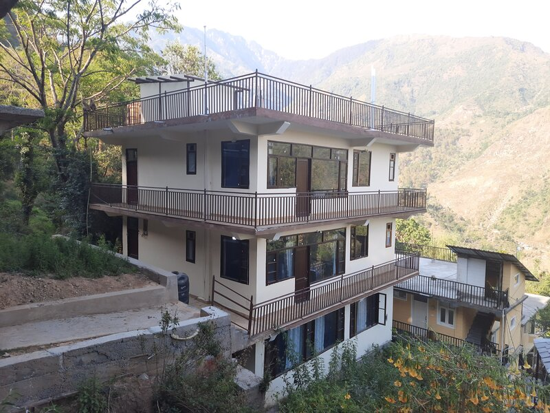 Joy Homestay-Deluxe room with Balcony, holiday rental in Kangra