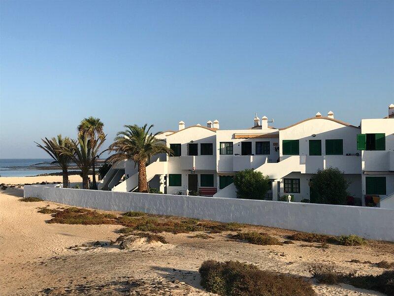 Direct at the beach | Top New Standard | Renovated 21, alquiler de vacaciones en El Cotillo