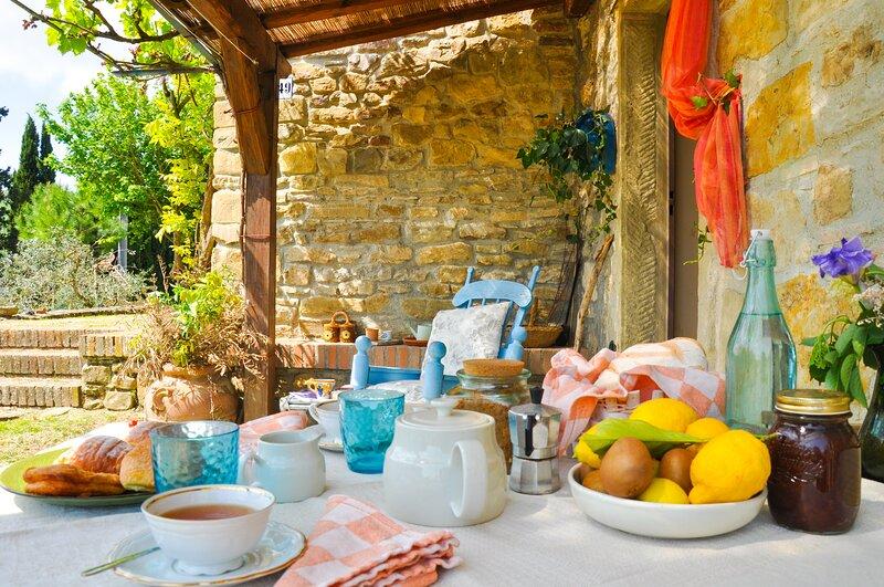 Camera con vista adAnghiari , relax in un piccolo borgo della Toscana autentica, holiday rental in Anghiari