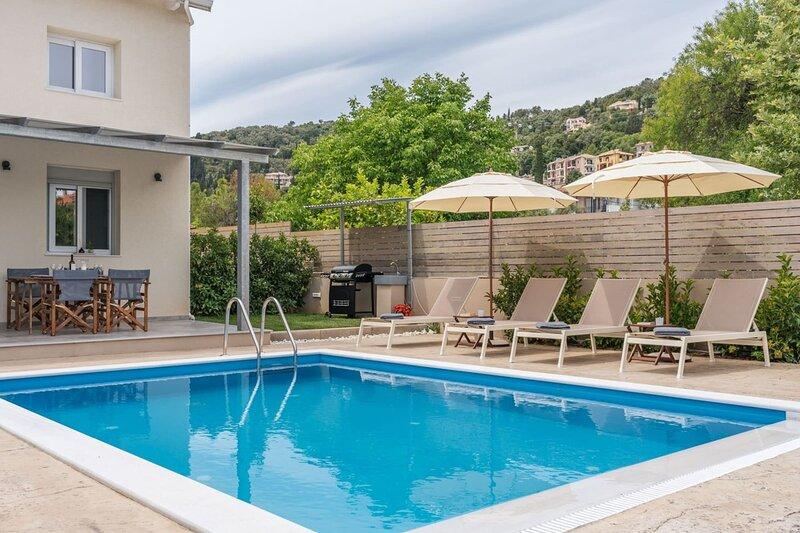 Villa Athiri, 5 min away from wonderful Ai Giannis beach & Lefkada town, holiday rental in Kalligoni