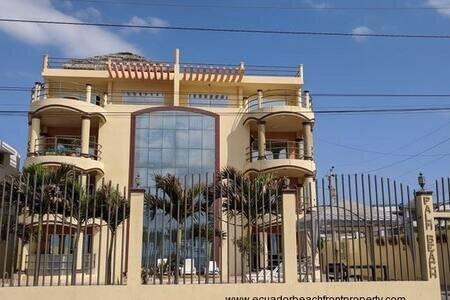Beautiful, BEACHFRONT CONDO furnished, holiday rental in Bahia de Caraquez