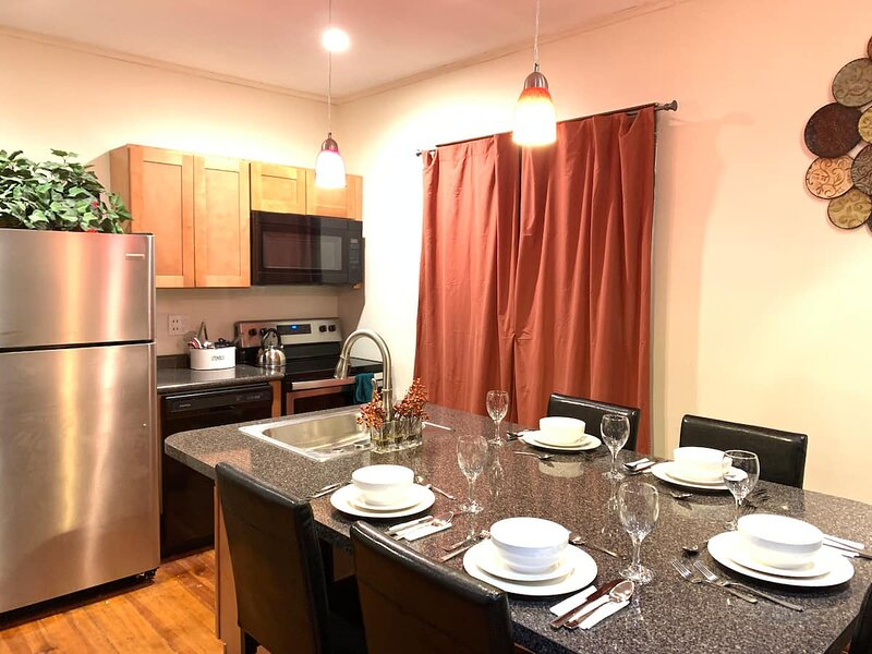 Cozy Entire 4 Bedroom Home Accommodates 10 (USA), holiday rental in Grand Island
