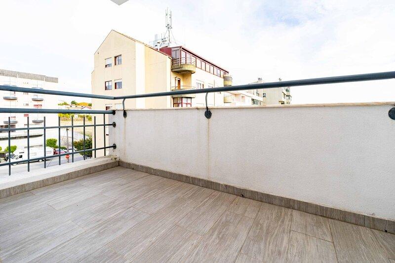 Spacious Apartement near Metro, location de vacances à Alfena