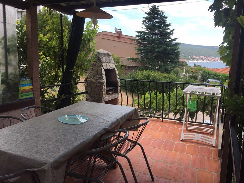 Apartments Ivo, holiday rental in Kornic