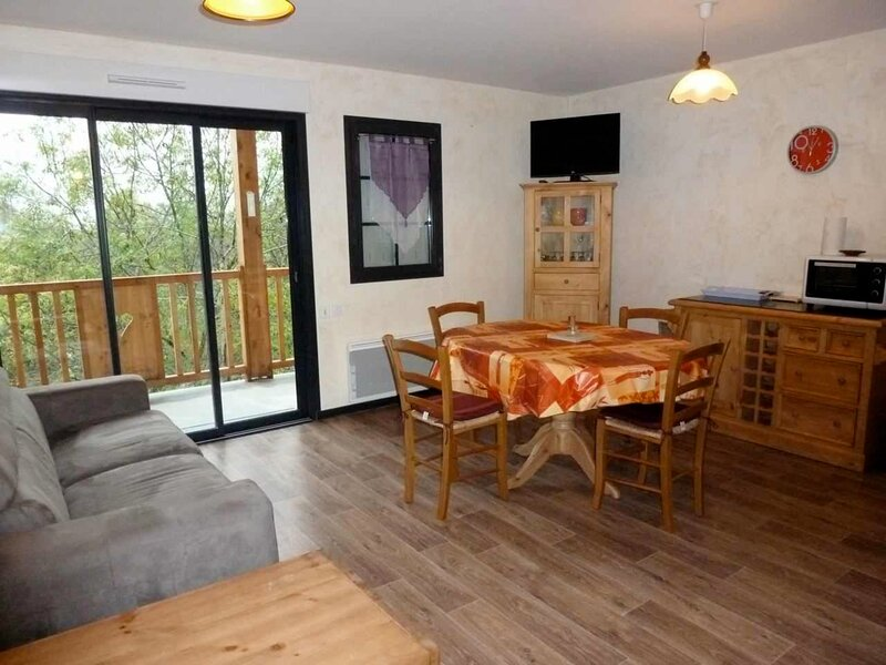 APPARTEMENT RECENT AVEC 2 CHAMBRES, GARAGE FERME ET TERRASSE EXPOSEE OUEST, vacation rental in Bareges